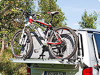 Up to two bikes can be transported additionally to the loaded FLEXBAG Cargo.