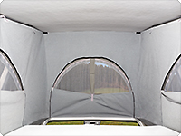 There are big windows with zipper on three sides. If there is a bow window in the gaiter, ISO-TOP can also be fixed to the division bar.