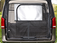 The serial tailgate blind can be pulled down and fixed to the FLYOUT with the tailgate being open.
