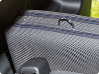The iXTEND folding bed for Marco Polo has a standard mounting for easy fixation on the headrests of the backrest.