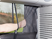 FLYOUT tailgate opening has a zipper with two sliders. Hence the curtain can be used easily from the iside of the vehicle.